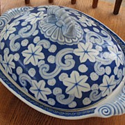 Japanese Arita Imari porcelain tureen with underglaze blue design 1850 blue mark
