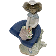 Lladro Porcelain Figurine: Pretty Pickings