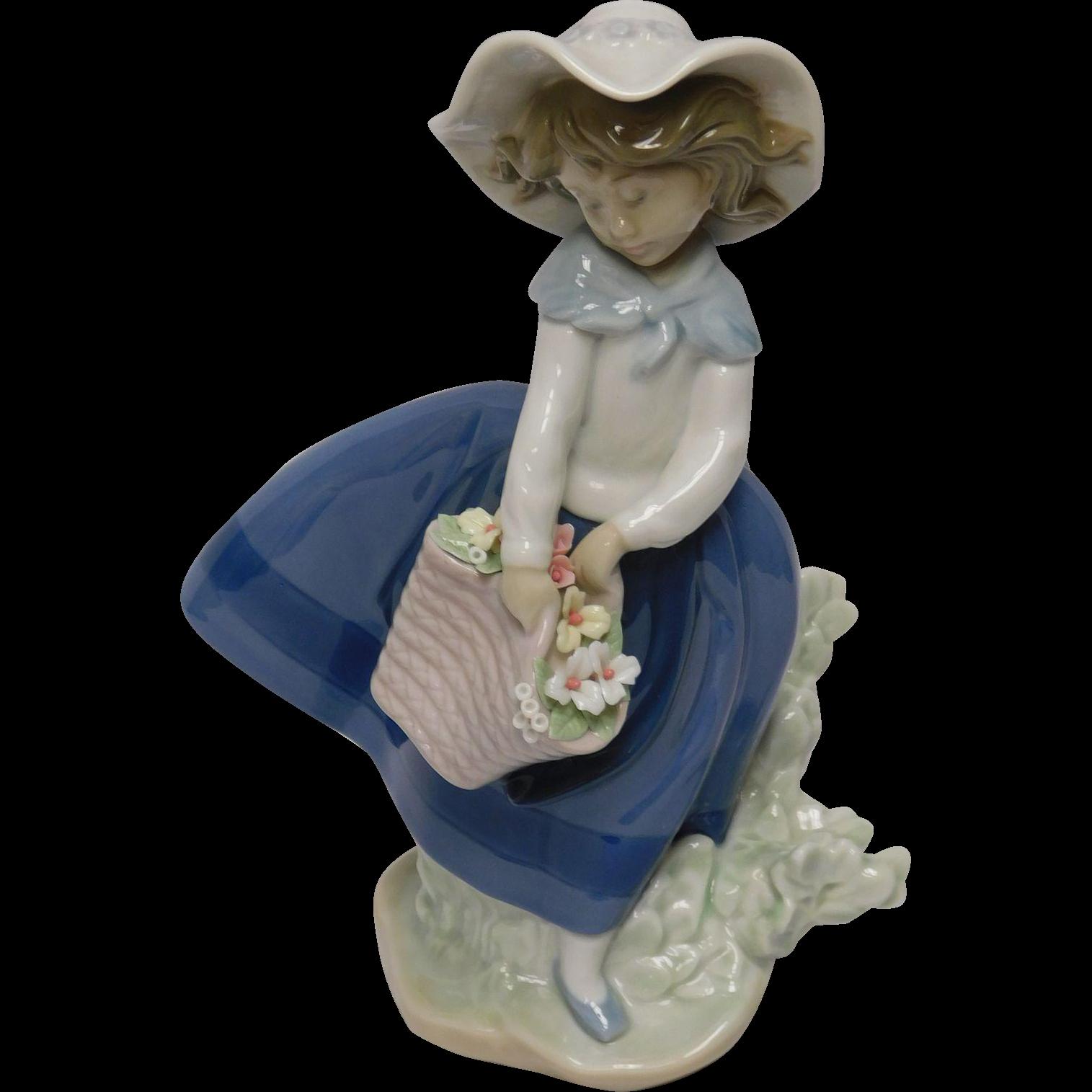 Lladro Porcelain Figurine: Pretty Pickings