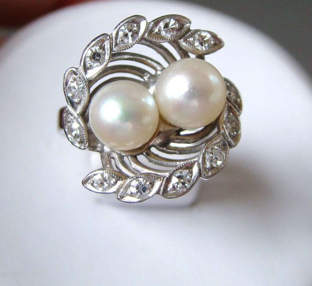 Vintage 14K White Gold Pearls and Diamonds Ring