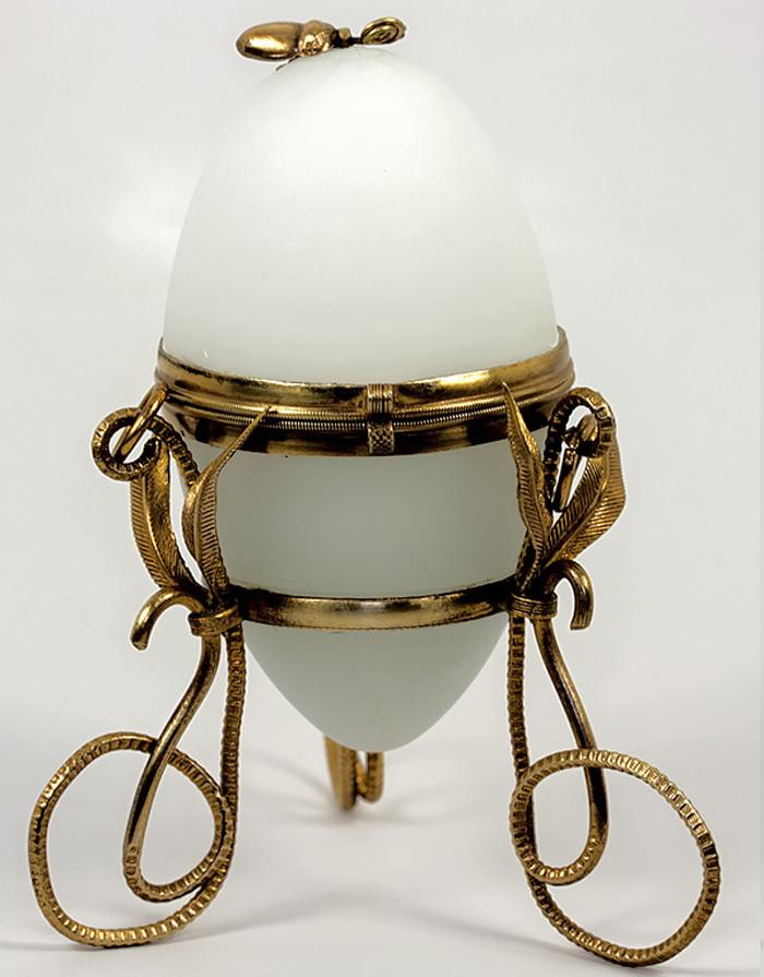"Antique French Palais Royal White Opaline ""Egg"" Casket, Palais Royal"