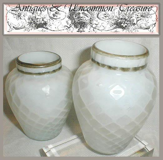 Sandwich Glass 19th Century Hand Blown Diamond Quilted Glass Vase Pair