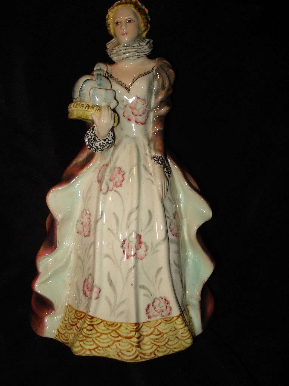 English Porcelain Figurine Queen Elizabeth l