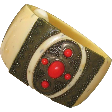 Czech C1930 Art Deco White Celluloid Clamper Bracelet