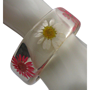 Lucite Daisies Inset Flowers Bracelet 1960