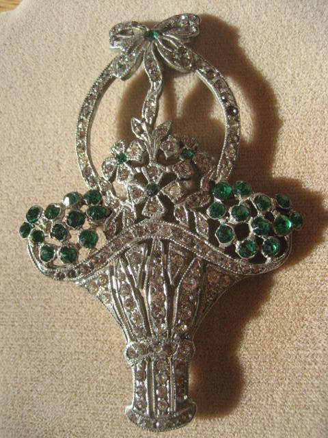 Beautiful Vintage Rhinestone Floral Basket Brooch