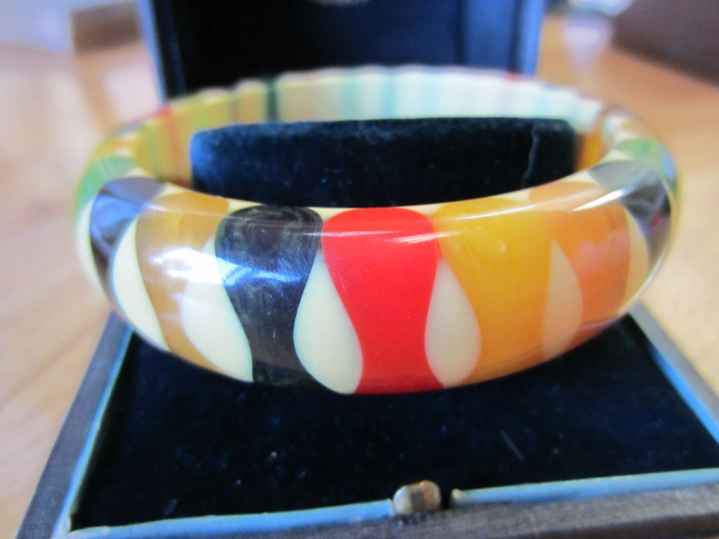 Authentic Pristine Bowtie Gum Drop Bakelite Bangle Bracelet Vintage The Joy Of Jewels Ruby Lane