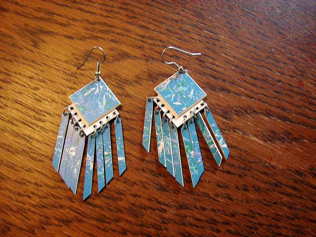 Retro Abstract Dangle Earrings Pair Bevel Cut