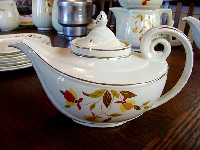 Hall China Jewel Tea Autumn Leaf Long Spout Aladdin Teapot