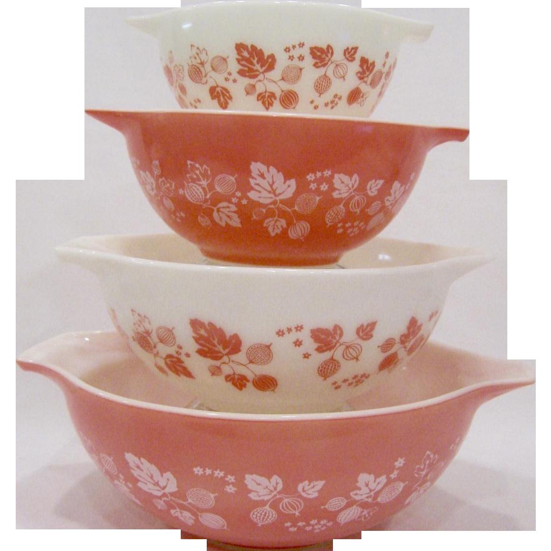 Set of 4 Pyrex Gooseberry Pink Cinderella Mixing Bowls