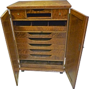 Oak Gentleman's Chest