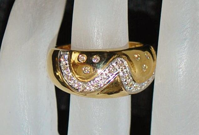 18K  Diamond and Gold  Fashion Ring - 1980's