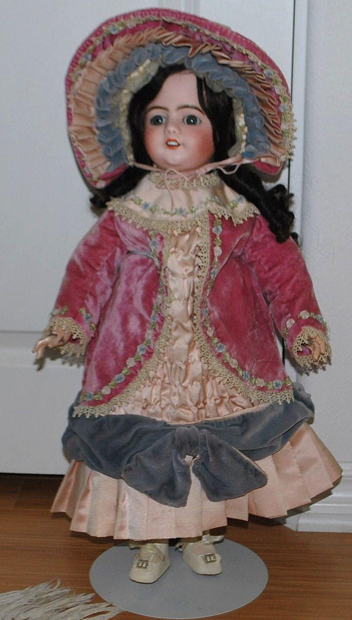 "22"" Depose S.F.B.J. Doll"