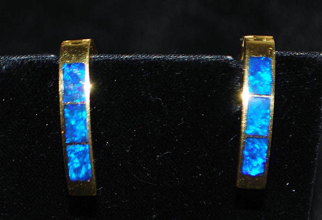 Pair of 18K Inlaid Lapis and Gold Earrings - 1960's