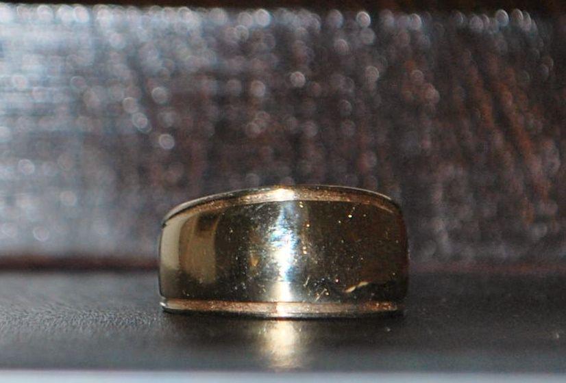 14k Designer Tapering Gold Band - Signed LEVIN
