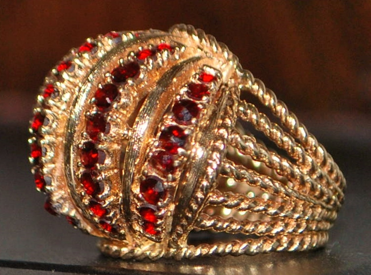 14K Large  Retro Garnet and Gold Cocktail Ring -1960's