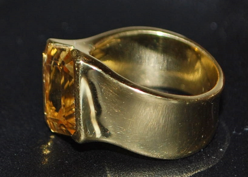 18K Mod 8ct Madera Citrine Fashion Ring - 1980's