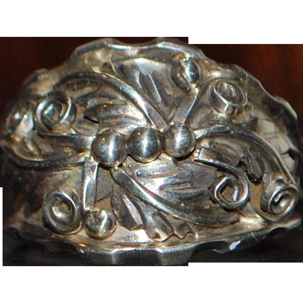 Large Man's Sterling Silver Designer Ring - 1980's