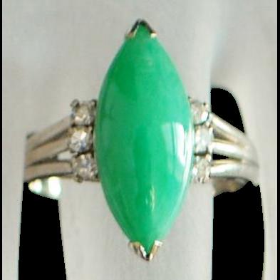 14K white gold Apple Green Jade and Diamond Ring - 1950's