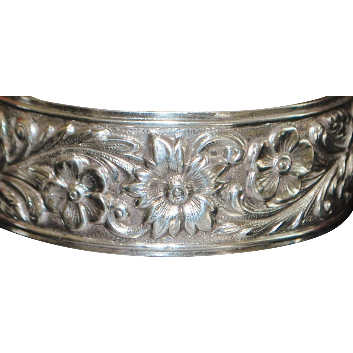 S.Kirk&Son Sterling Silver Repousee Bangle Bracelet - 1950's