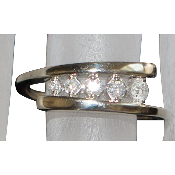 10K Modernist White Gold Diamond Ring - 1970's