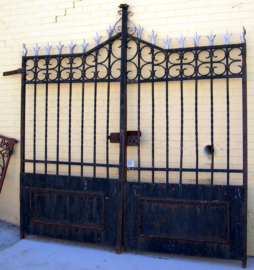 Grande Italian Iron Entry Gates