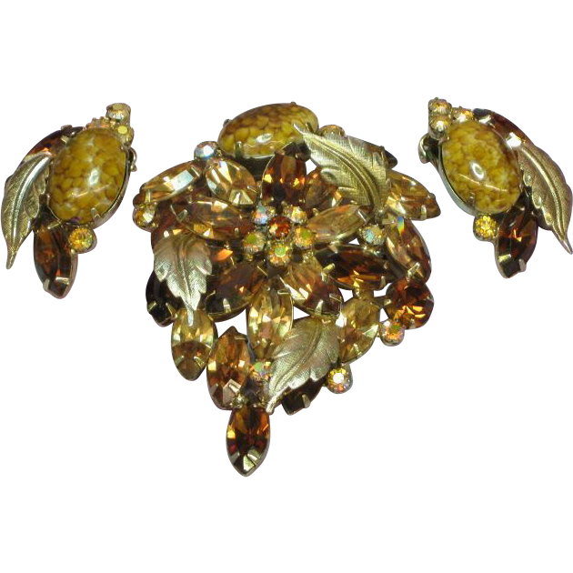 Hattie Carnegie Signed Dramatic,Daring Rhinestones Brooch and Clip Earrings Set Demi Parure
