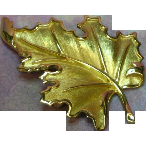 Crown Trifari Gold Tone Realistic Leaf  Pin Brooch