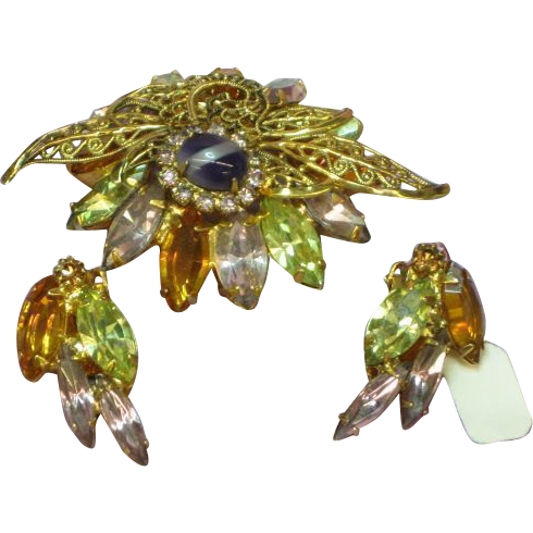 Vintage Fantastic Rhinestone Unsigned Designer D&E Quality Dimensional Brooch and Earrings Demi Parure