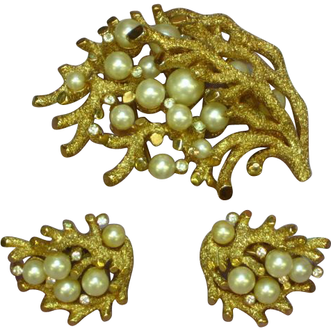 Crown Trifari Coral Branch With Imitation Pearls and Rhinestones Rare Pin Brooch Earrings Set Demi Parure.