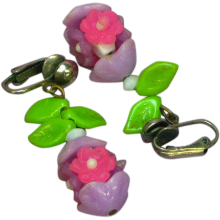 50% OFF SALE  1960's Plastic Flowers Clip Earrings