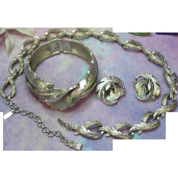 SALE!! Monet Dimensional Impressive Necklace Bracelet Earrings Silver tone Set Full Parure