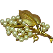 Crown Trifari Gold tone Imitation Pearls Rare Pin Brooch
