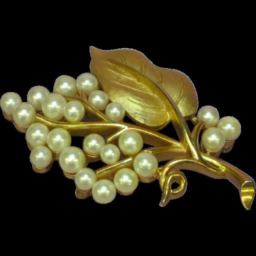 Crown Trifari Gold tone Imitation Pearls Rare Pin Brooch