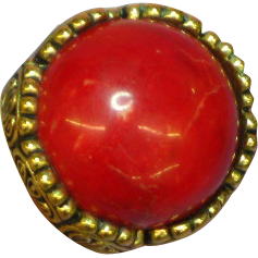 Bakelite Red Marbled Goldtone Large Domed Size 7 Ring