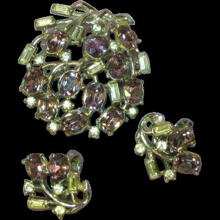 Crown Trifari Bright Beautiful Rhinestone Rhodium Plate Brooch Pin Earrings Set Demi Parure