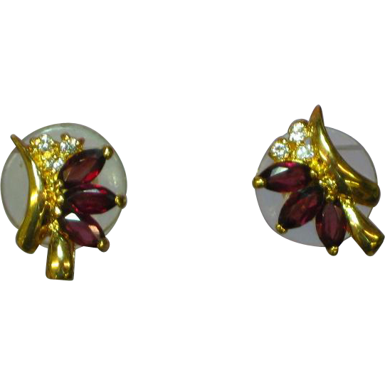 Rhinestones Garnet Gold tone Pierced Earrings