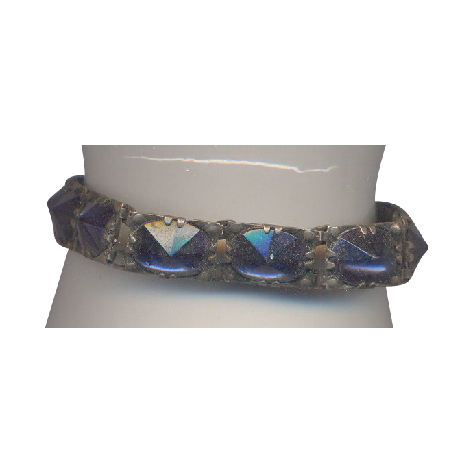 Fabulous Inverted Glass Stone Bracelet in Blue
