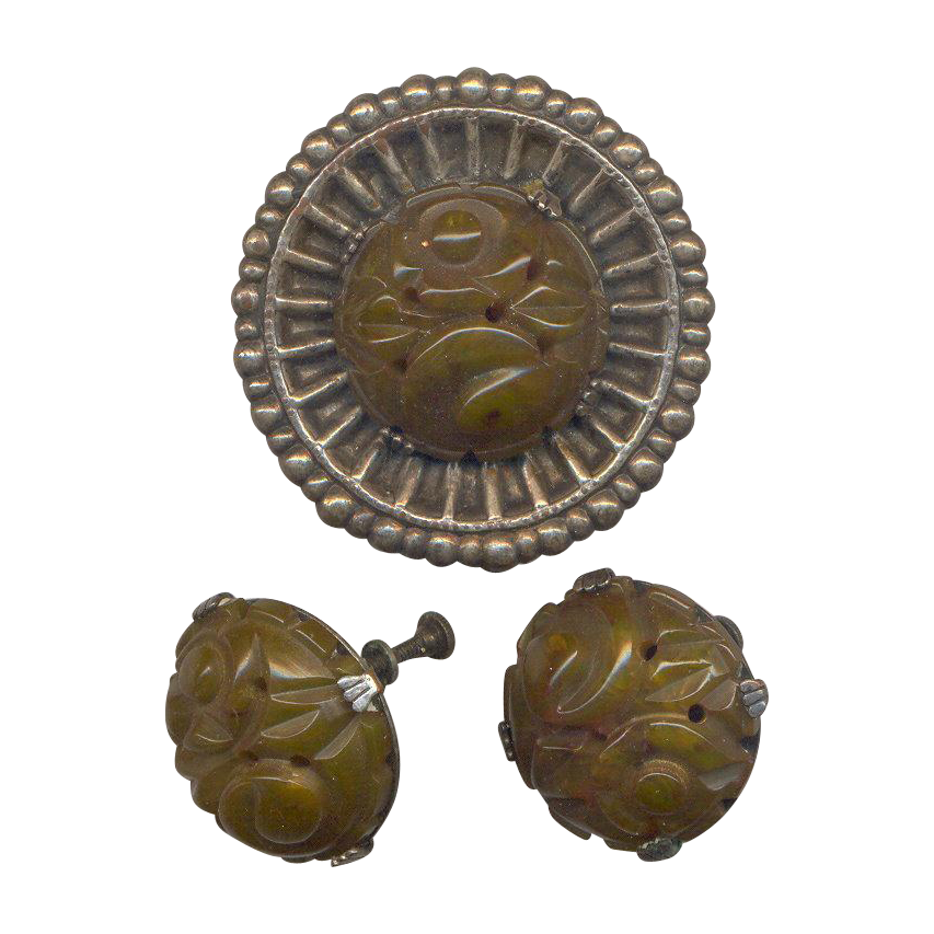 Vintage Carved Bakelite Brooch with Screw on earrings