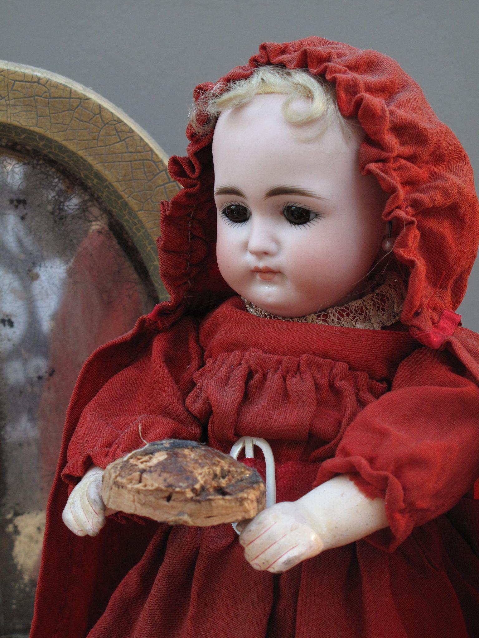 Precious Tiny Cork Pate for Your Petite Poupee'