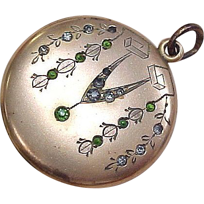 Item ID: KA/MI2 Victorian Locket In Shop Backroom