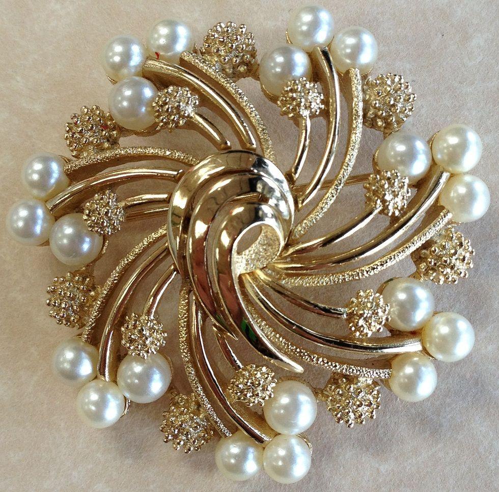 Vintage 1950 S Trifari Faux Pearl Costume Brooch Pin