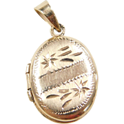 Vintage 14k Gold Oval Locket Charm / Pendant