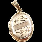 Vintage 14k Gold Oval Locket Charm / Pendant