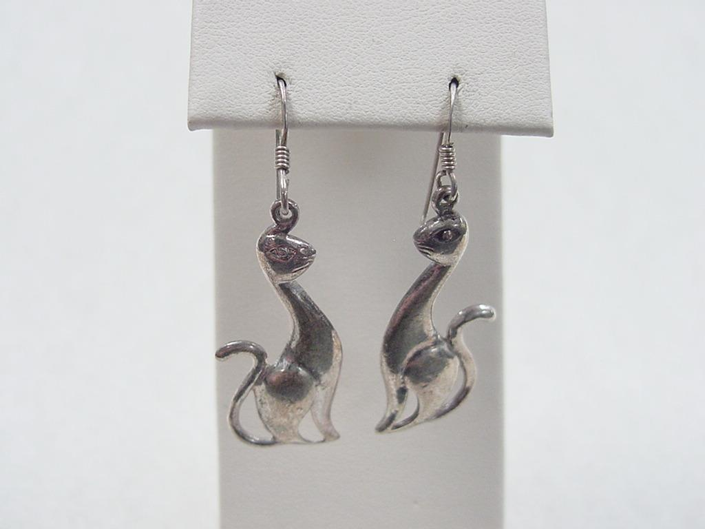 Roll Over Large Image To Magnify, Click Large Image To Zoom Change  Background Expand Description Item: Vintage Sterling Silver Siamese Cat  Earrings