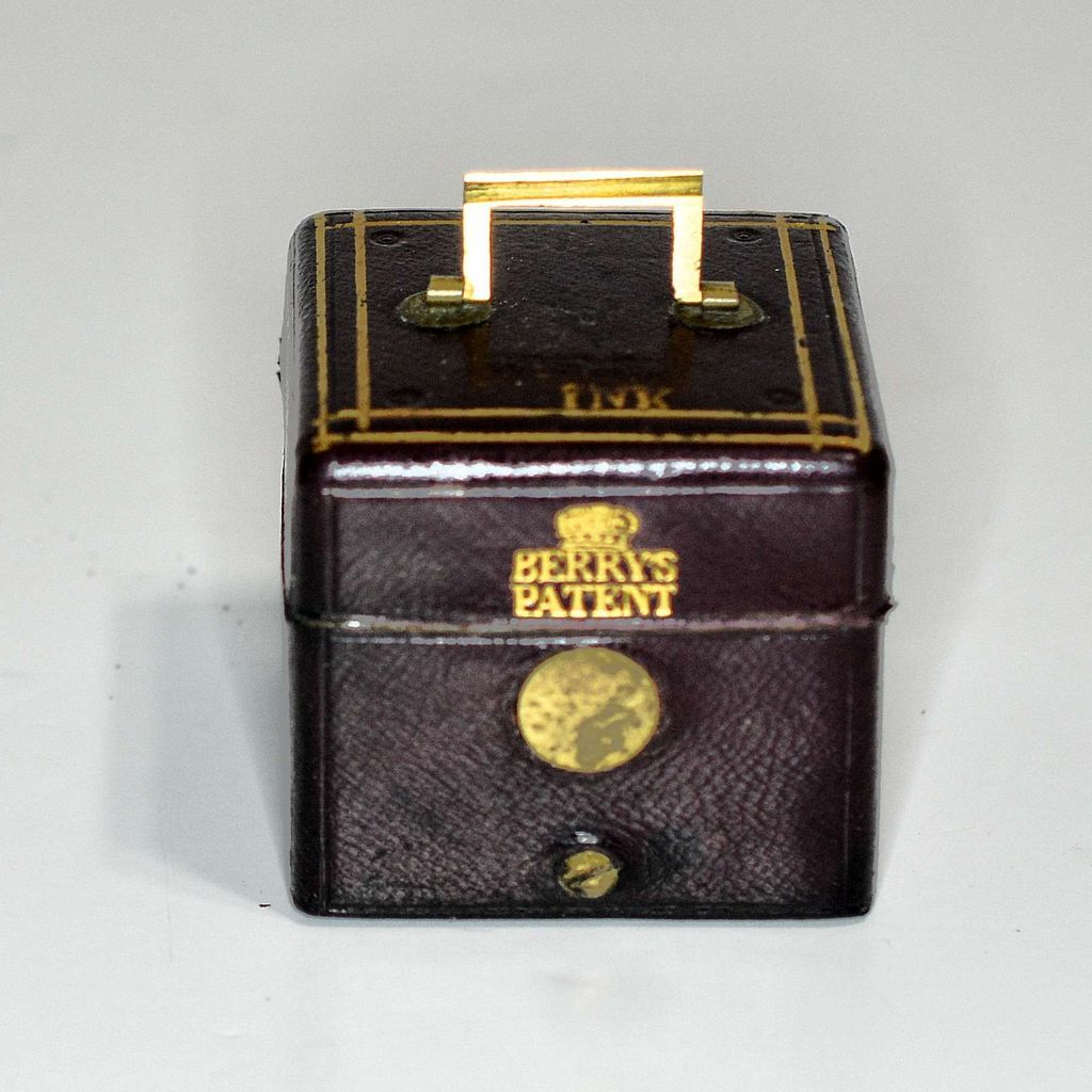 Traveling inkwell – Berry's Patent carrying case