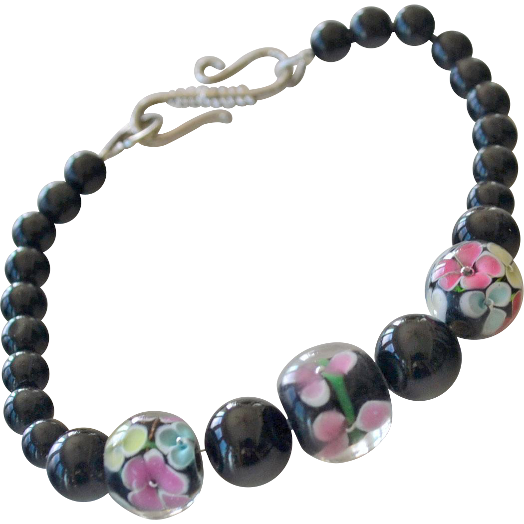Bracelet Art Glass Beads Black and Pink