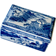 Chinese Porcelain Vanity or Dresser Box Blue and White