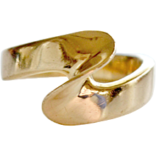 Abstract and Modern Wave Shape Ring 14 Karat Gold 3 Grams