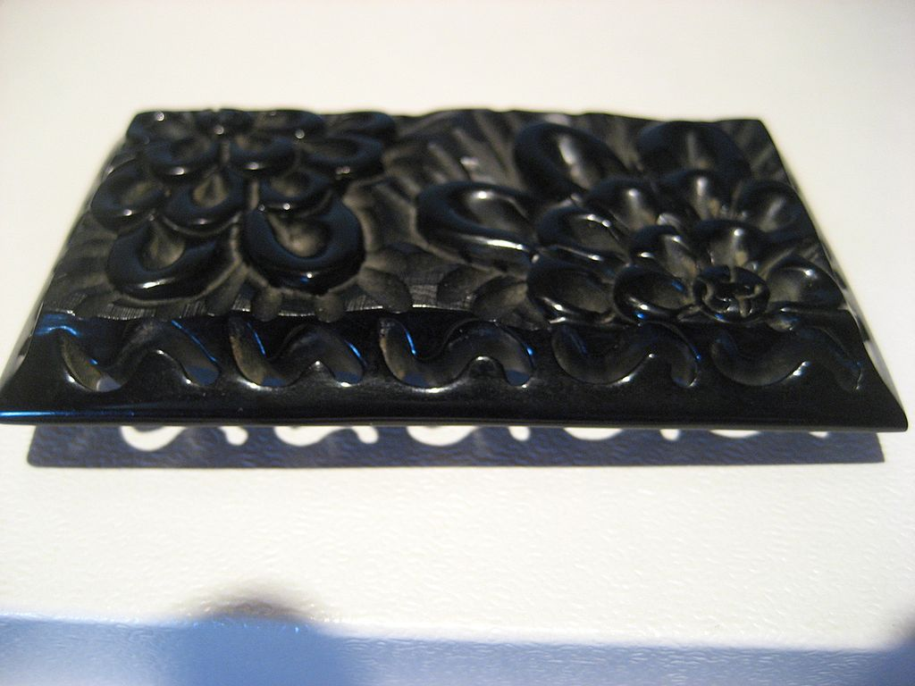 Bakelite Carved Pierced Pin/Brooch